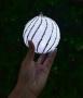 LED svietiaca guľa so strieborným lemovaním